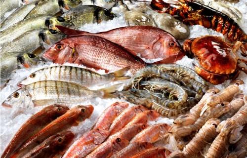 Natale Per La Cena Della Vigilia Pesce Per Tre Italiani Su 4
